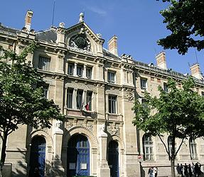 Le lyc e voltaire expose la mairie du 11 me century 21 for Agence immobiliere 75011